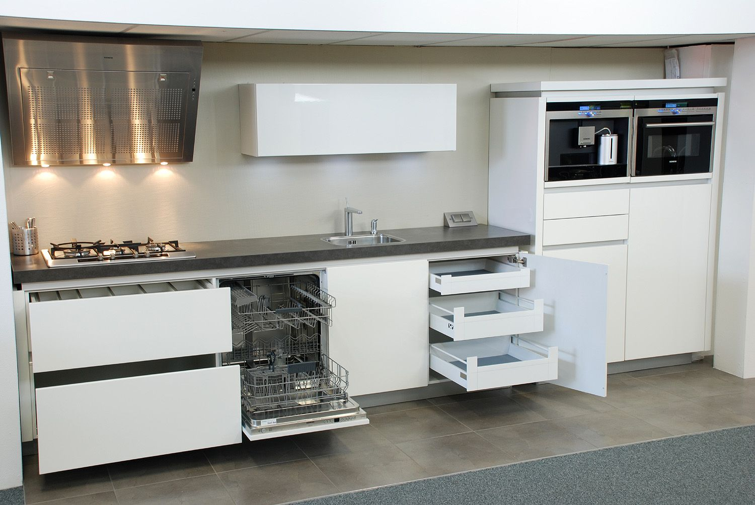 Decoratie Vensterbank Keuken: Moderne keuken decoratie met abstracte ...