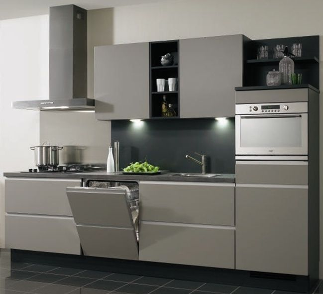 Landelijke Keuken Showroommodel : Deze greeploze keuken in de trendy kleur taupe gecombineerd met shadow