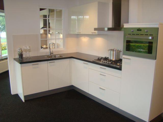 Keukenkasten Hoogglans Wit : Download moderne hoekkeuken in hoogglans ...